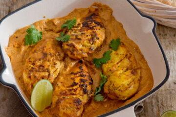 Pollo Tandoori con salsa de cúrcuma y chapati