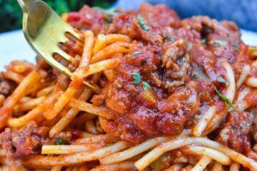 Espaguetis con carne molida