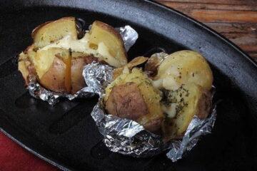 Patatas asadas en la barbacoa