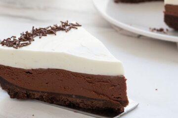 Cheesecake con nata y chocolate