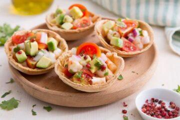 cestas de tacos con camarones marinados